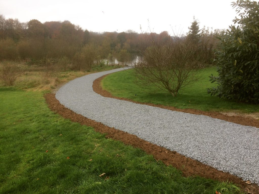 Gravel paths at L'Angottiere carp fishery offering exclusive carp fishing in france