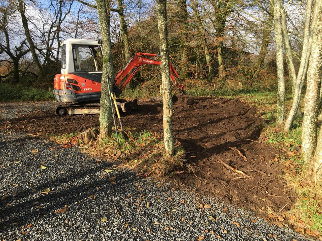 Digger work on the point at l'angottiere carp fishery