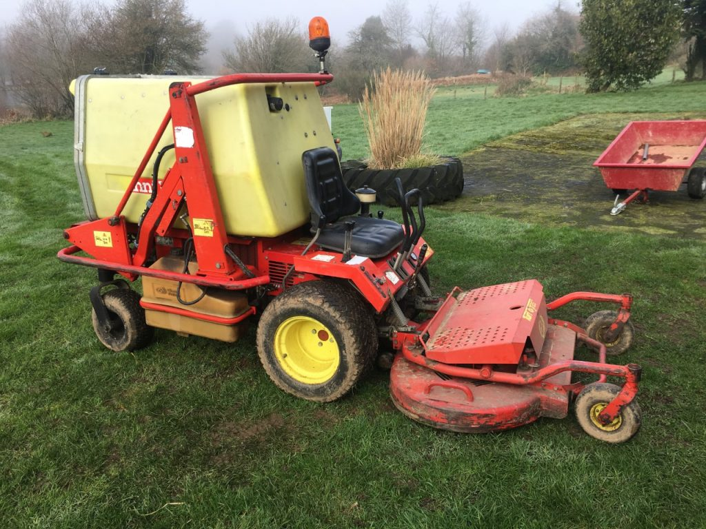 new mower at L'Angottiere carp fishery